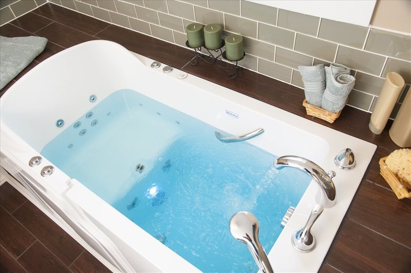 How Do Walk-in Tubs Use Chromotherapy?